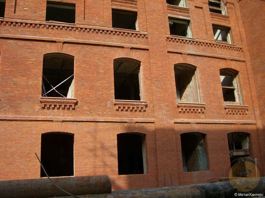 Очищенный фасад здания исторического объекта. г. Москва